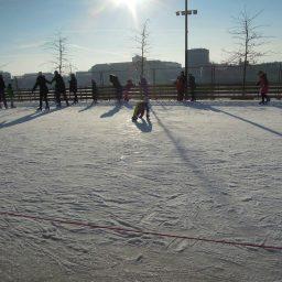 Ingyenes korcsolyapálya Budapesten a Bálnánál