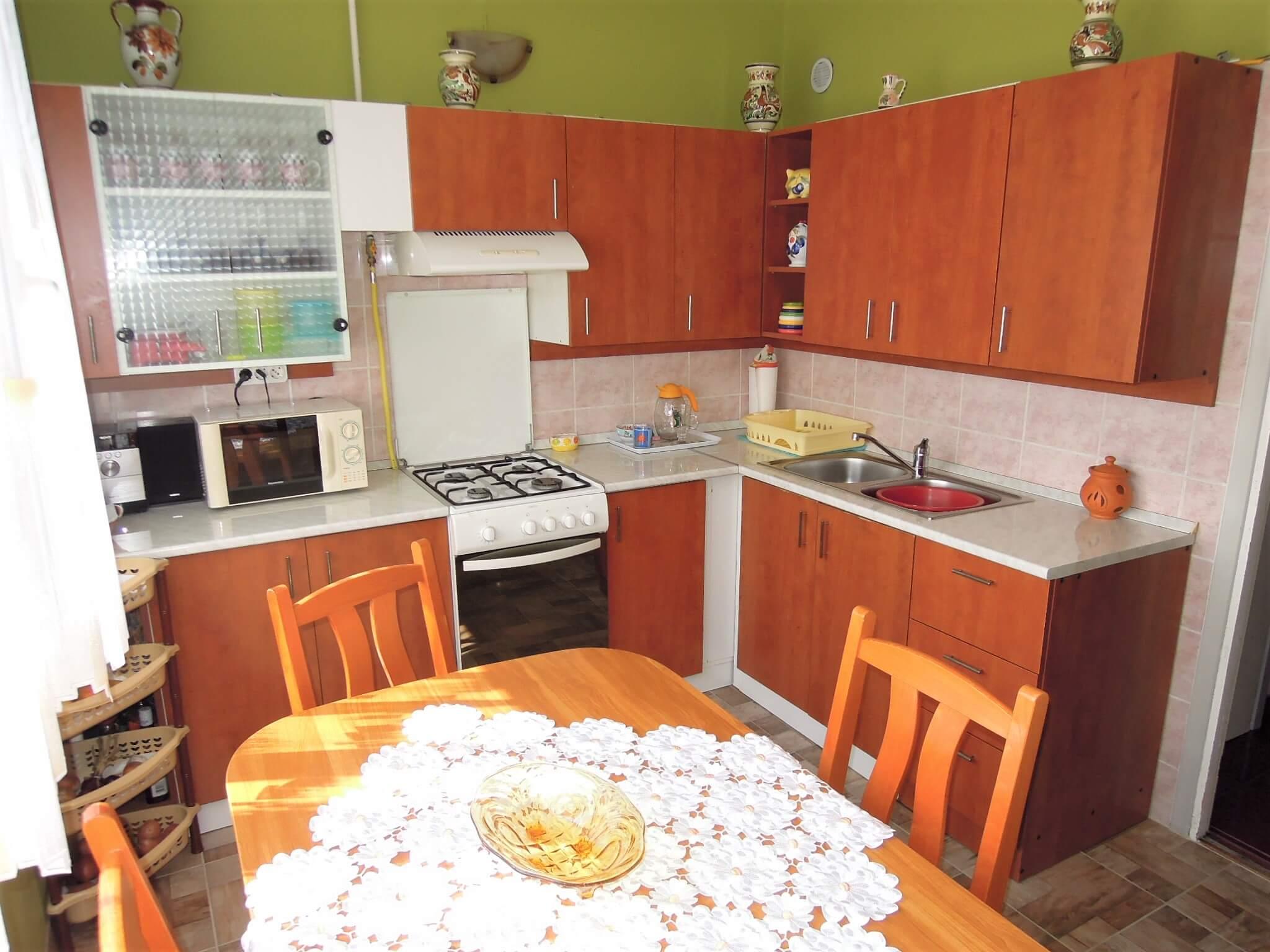 Eladó 1 szobás, 2 félszobás panellakás-Budapest IV-Újpest-http://alacsonyjutalek.hu/ - Megbízható, megfizethető, minőségi ingatlanközvetítő iroda-tel: 36-30-9843-962