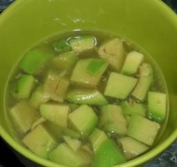 Gasztro ötletek Mozaikcsaládoknak - Chilis avokádó leves